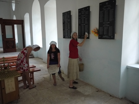 Приборка в храме